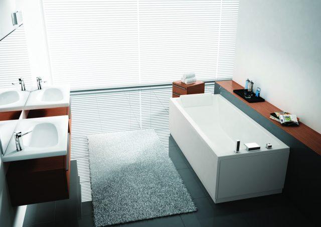 Lyst bad med badekar