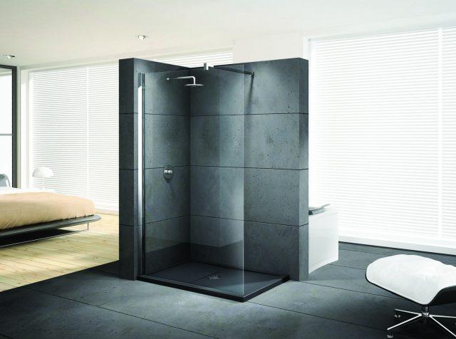 Bad med frittstående dusjvegg