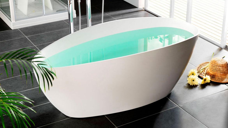Lei av de gule flekkene i badekaret?