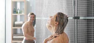dusje rett på flisene
