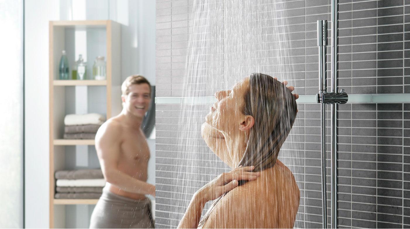 Er det farlig å dusje rett på flisene?